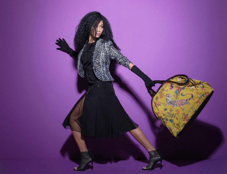 """Model with Bag """"Safari Look"""" sport"""